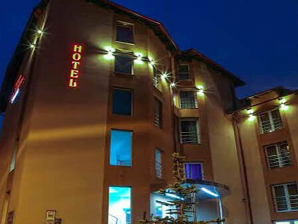 Poza Craciun Traditional la Hotel Q Brasov! 3 nopti pt 2 adulti, Mic Dejun, Cina - 24 Dec, Pranz - 25 Dec, Cina - 26 Dec. 2