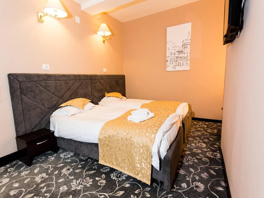 Poza Craciun Traditional la Hotel Q Brasov! 3 nopti pt 2 adulti, Mic Dejun, Cina - 24 Dec, Pranz - 25 Dec, Cina - 26 Dec. 5