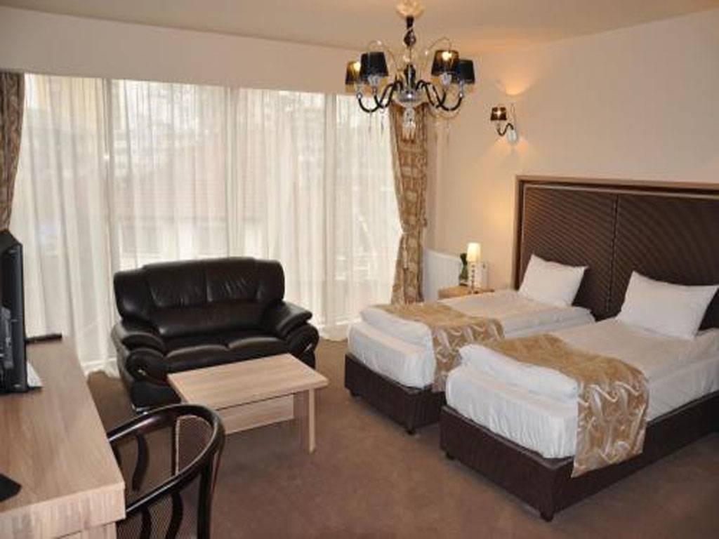 Poza Craciun Traditional la Hotel Q Brasov! 3 nopti pt 2 adulti, Mic Dejun, Cina - 24 Dec, Pranz - 25 Dec, Cina - 26 Dec. 6