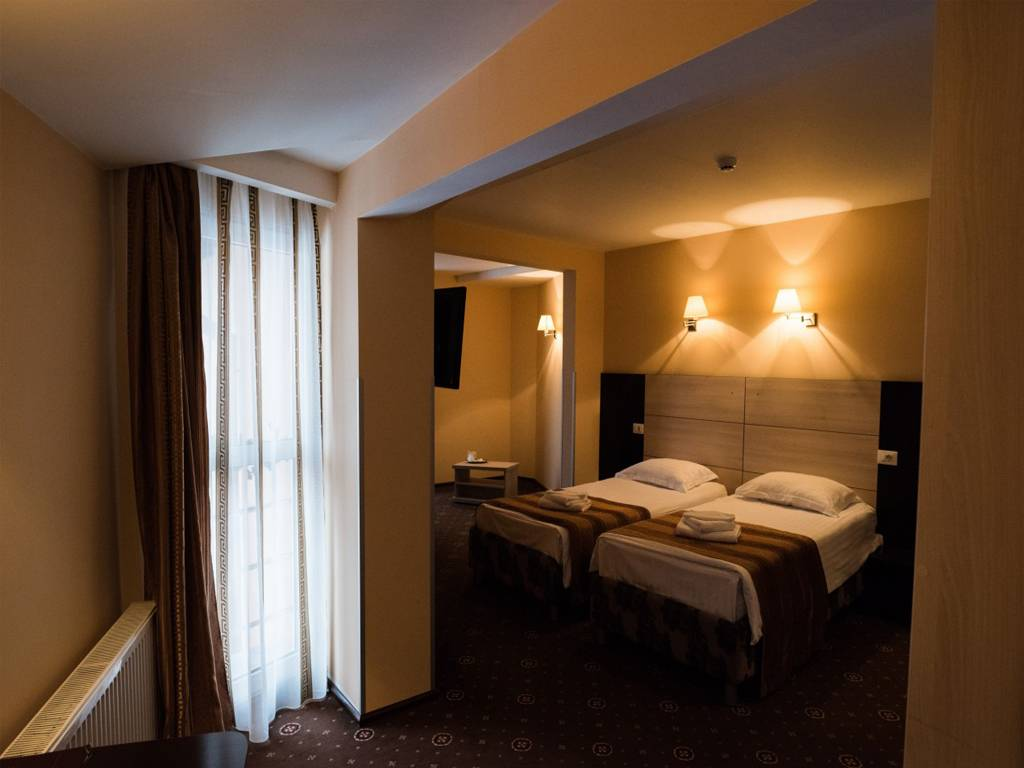 Poza Craciun Traditional la Hotel Q Brasov! 3 nopti pt 2 adulti, Mic Dejun, Cina - 24 Dec, Pranz - 25 Dec, Cina - 26 Dec. 7