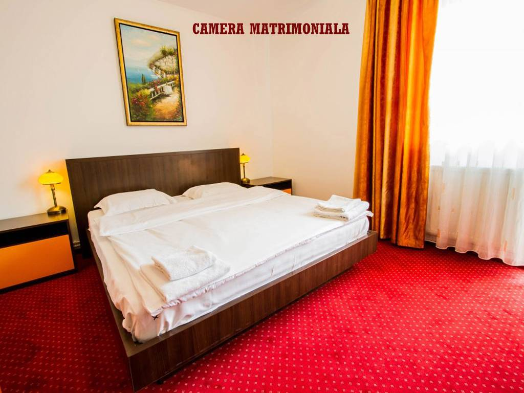 Poza Revelion 2019 langa Cetatea Rasnov! Hotel Max International, 2, 3 sau 4 nopti cu Mic dejun zilnic, Cina festiva de Revelion cu petrecere si Cina pe 01 Ian 2019! 29 Dec 2018- 02 Ian 2019 5