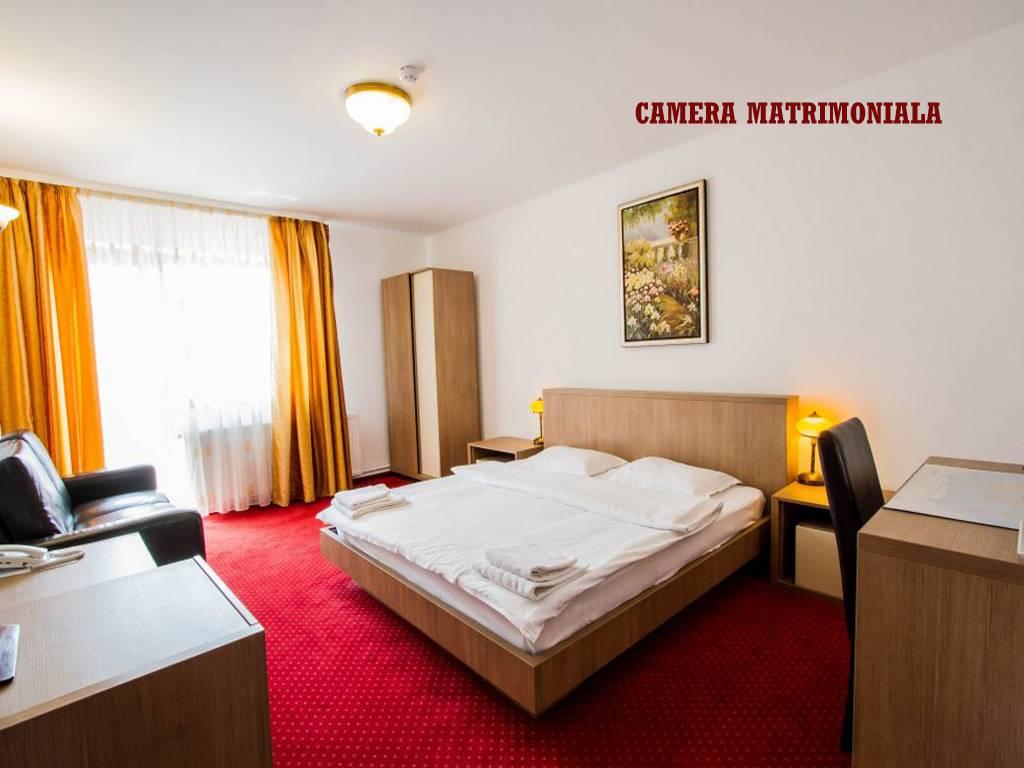 Poza Revelion 2019 langa Cetatea Rasnov! Hotel Max International, 2, 3 sau 4 nopti cu Mic dejun zilnic, Cina festiva de Revelion cu petrecere si Cina pe 01 Ian 2019! 29 Dec 2018- 02 Ian 2019 6