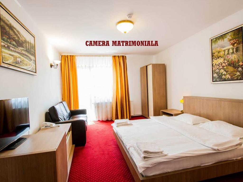 Poza Revelion 2019 langa Cetatea Rasnov! Hotel Max International, 2, 3 sau 4 nopti cu Mic dejun zilnic, Cina festiva de Revelion cu petrecere si Cina pe 01 Ian 2019! 29 Dec 2018- 02 Ian 2019 8