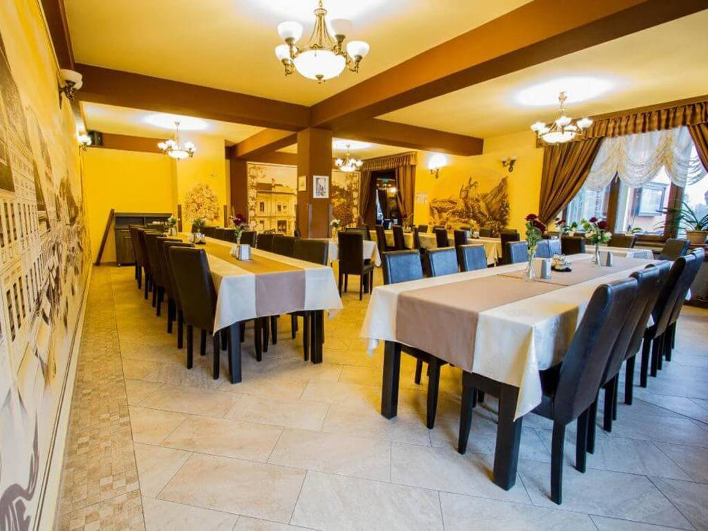 Poza Revelion 2019 langa Cetatea Rasnov! Hotel Max International, 3 sau 4 nopti cu Mic dejun zilnic, Cina festiva de Revelion cu petrecere si Cina pe 01 Ian 2019! 29 Dec 2018- 02 Ian 2019 2